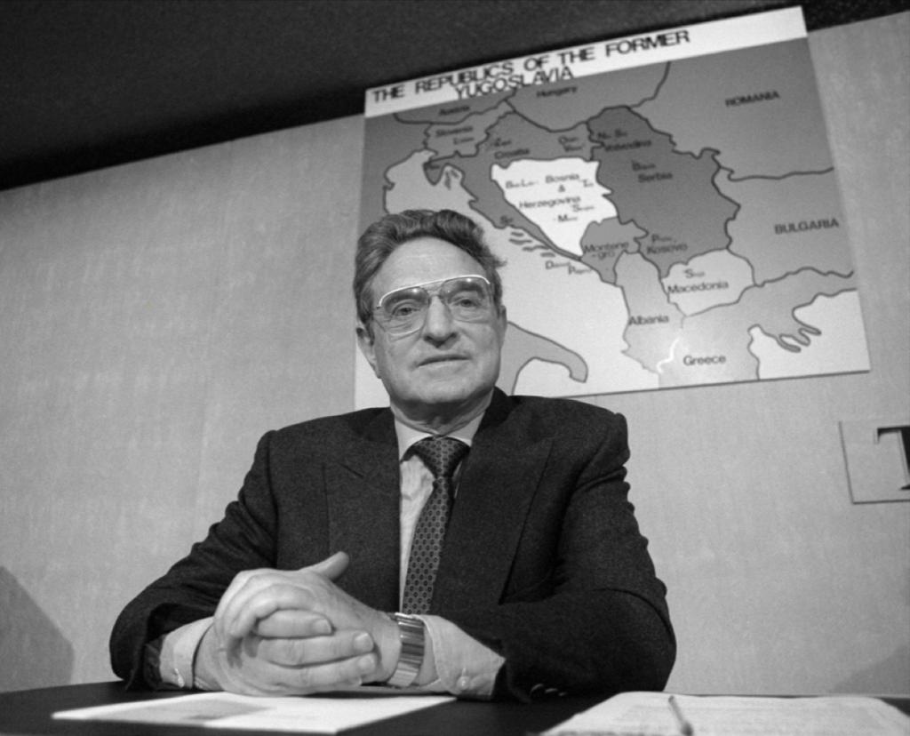 Џорџ Сорос на конференција за печатот во врска со помошта за Босна, Лондон, 12 декември 1992 година.